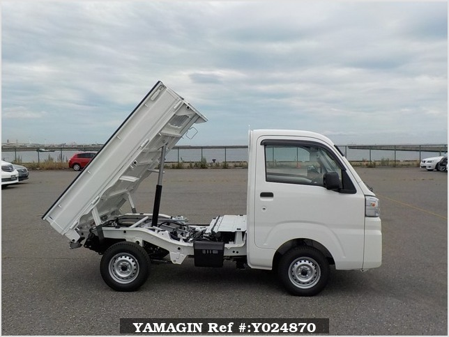It is a picture of the white daihatsu hijet dump in 2019,Sub Photo 0 Stock No.Y024870