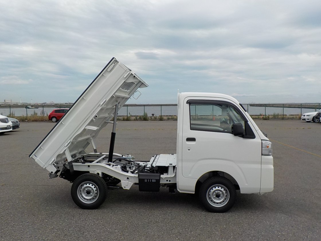 It is a picture of the white daihatsu hijet dump in 2019,First Photo Stock No.Y024870