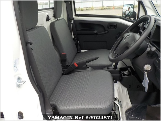 It is a picture of the white daihatsu hijet dump in 2019,Sub Photo 12 Stock No.Y024871