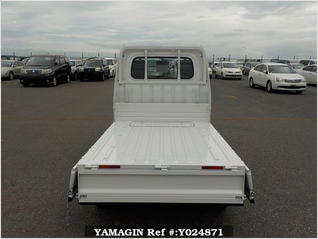 It is a picture of the white daihatsu hijet dump in 2019,Sub Photo 5 Stock No.Y024871