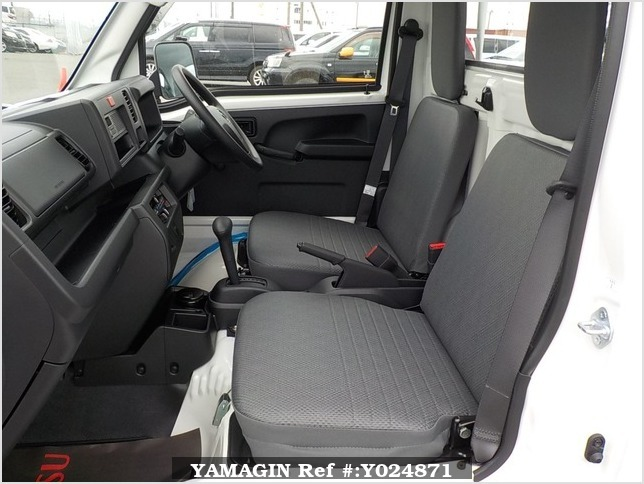 It is a picture of the white daihatsu hijet dump in 2019,Sub Photo 13 Stock No.Y024871