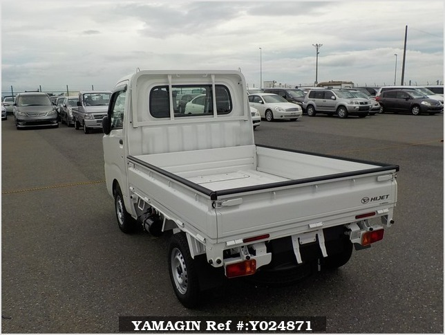 It is a picture of the white daihatsu hijet dump in 2019,Sub Photo 4 Stock No.Y024871