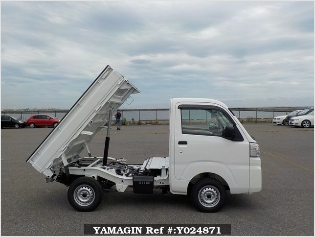 It is a picture of the white daihatsu hijet dump in 2019,Sub Photo 0 Stock No.Y024871