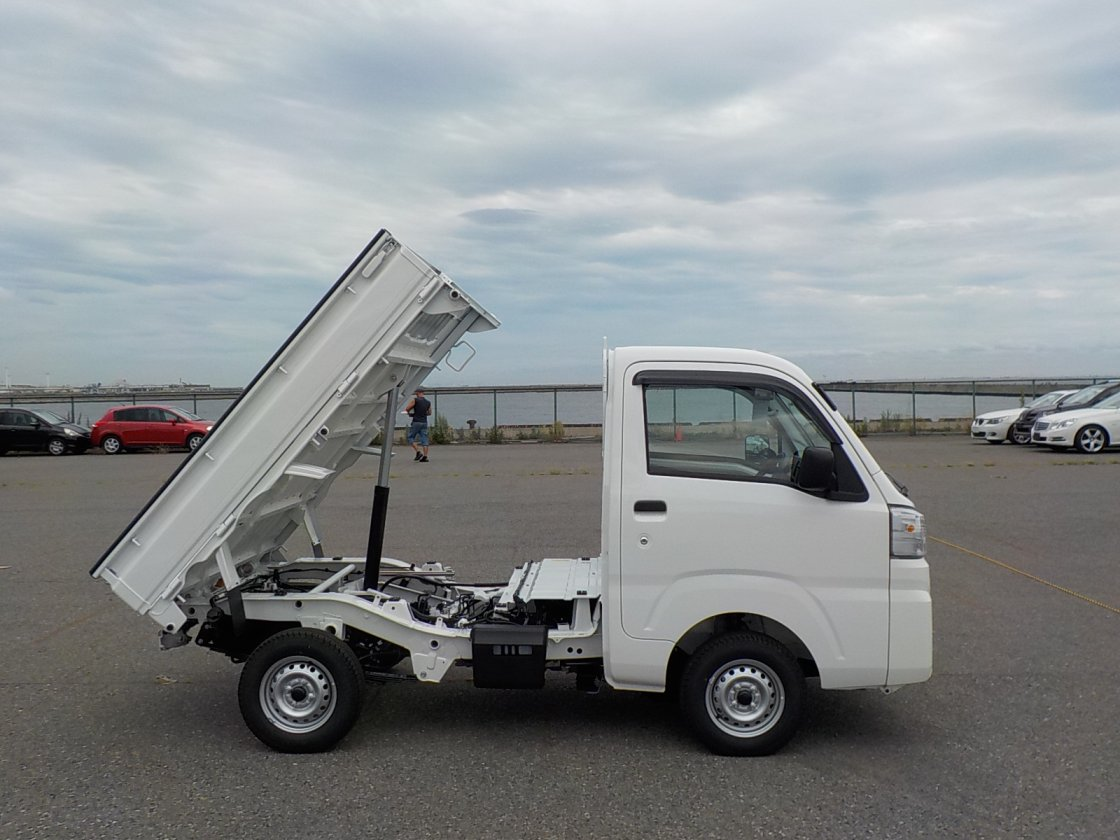 It is a picture of the white daihatsu hijet dump in 2019,First Photo Stock No.Y024871