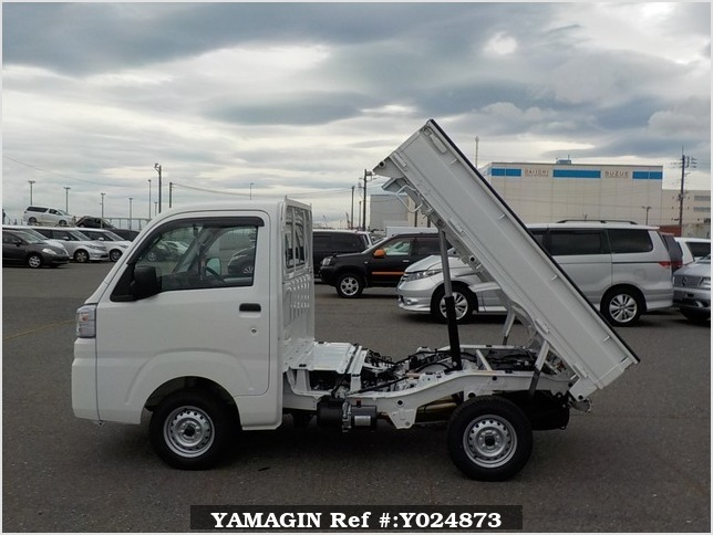 It is a picture of the white daihatsu hijet dump in 2019,Sub Photo 14 Stock No.Y024873