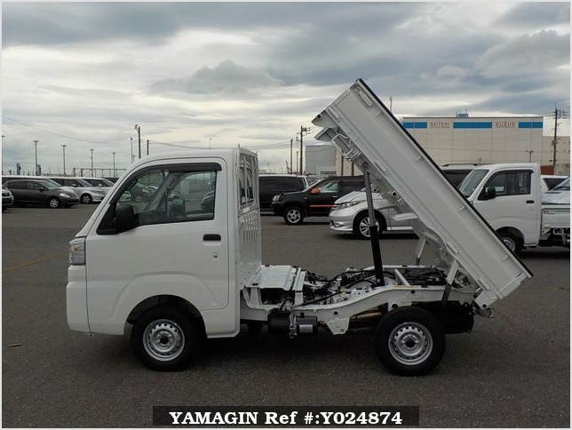 It is a picture of the white daihatsu hijet dump in 2019,Sub Photo 14 Stock No.Y024874