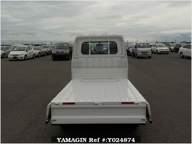 It is a picture of the white daihatsu hijet dump in 2019,Sub Photo 5 Stock No.Y024874