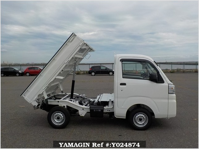 It is a picture of the white daihatsu hijet dump in 2019,Sub Photo 0 Stock No.Y024874