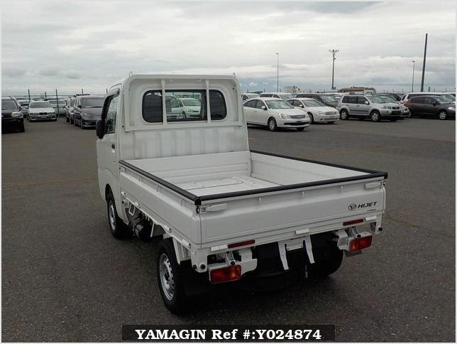 It is a picture of the white daihatsu hijet dump in 2019,Sub Photo 4 Stock No.Y024874