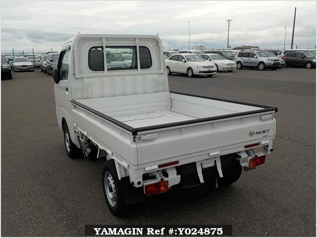 It is a picture of the white daihatsu hijet dump in 2019,Sub Photo 4 Stock No.Y024875