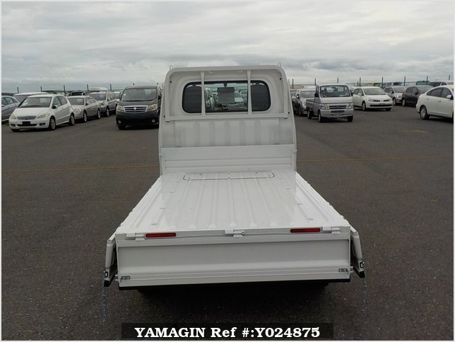 It is a picture of the white daihatsu hijet dump in 2019,Sub Photo 5 Stock No.Y024875