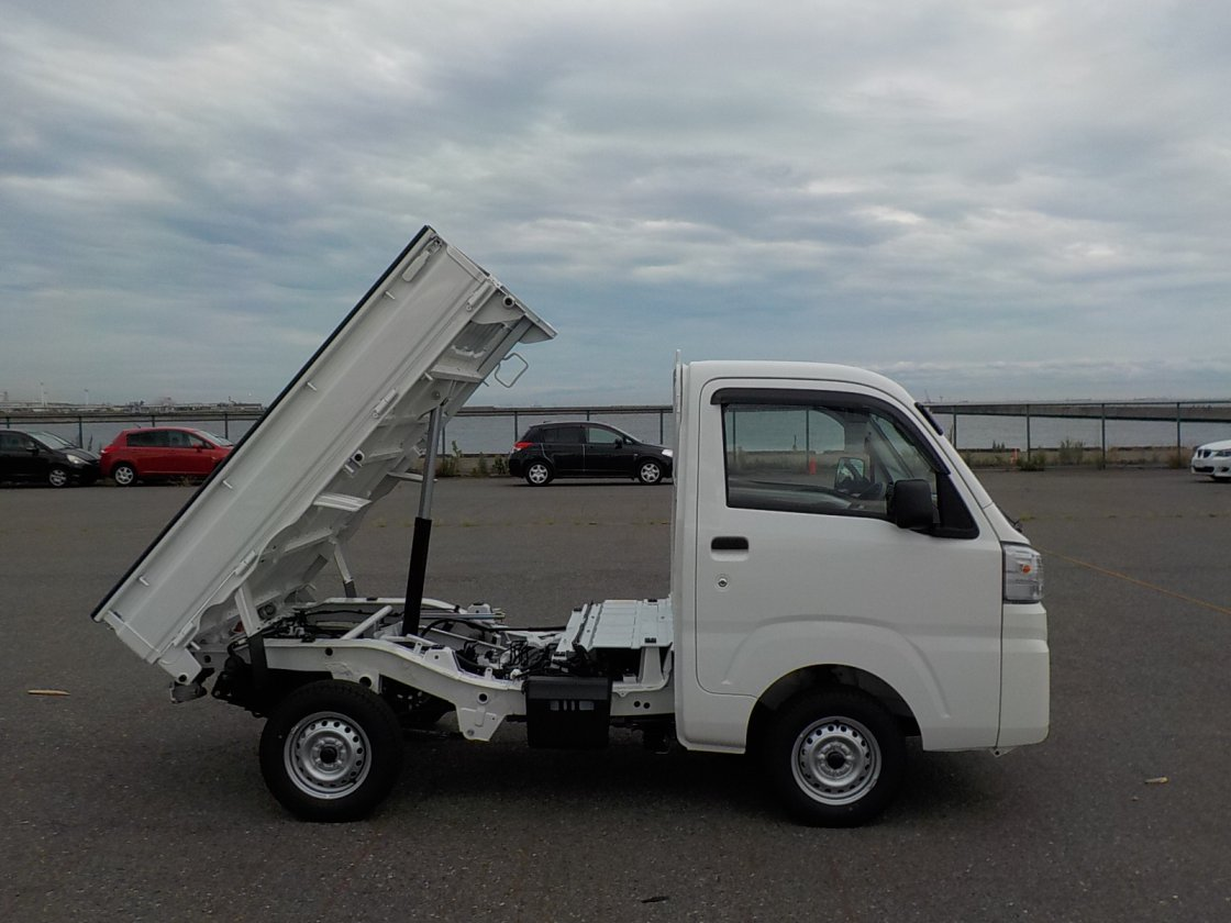 It is a picture of the white daihatsu hijet dump in 2019,First Photo Stock No.Y024875