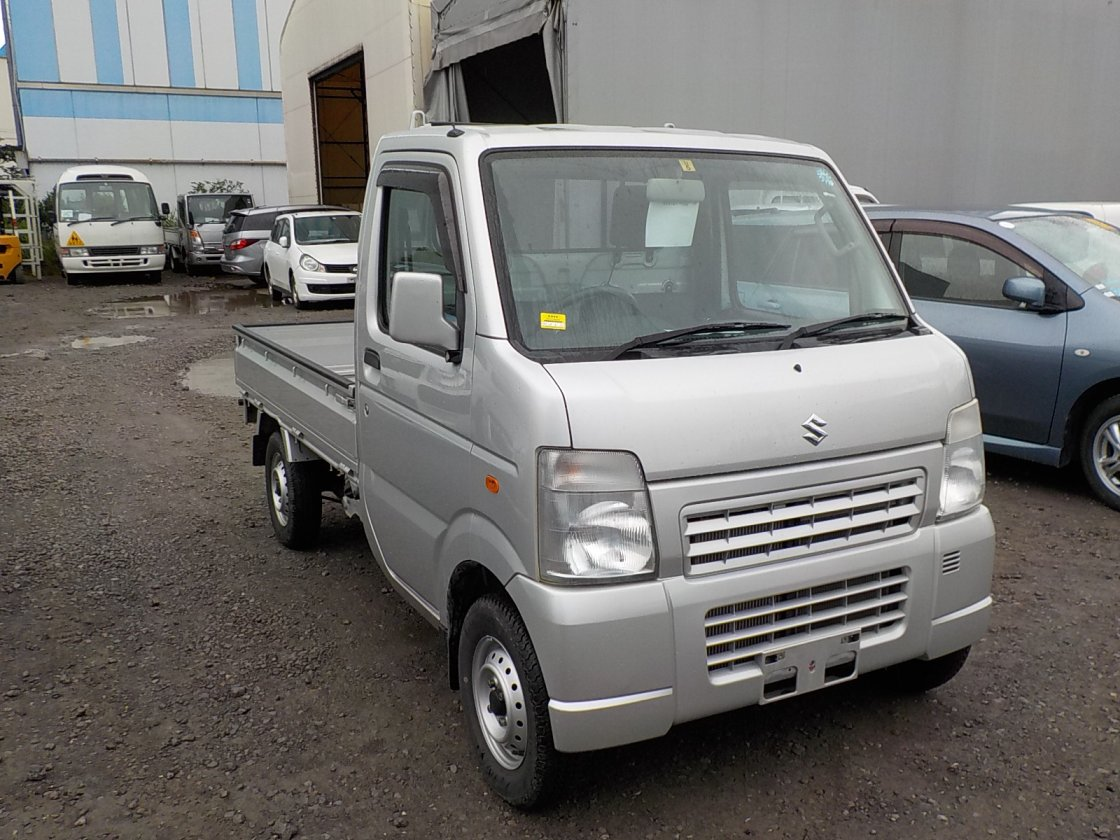 It is a picture of the silver suzuki carry truck in 2012,First Photo Stock No.Y024915