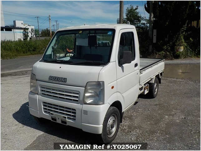 It is a picture of the white suzuki carry truck in 2002,Sub Photo 1 Stock No.Y025067