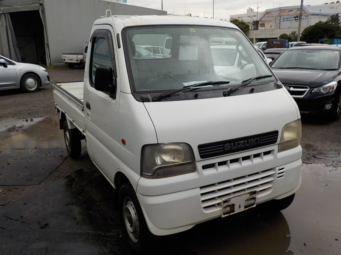 It is a picture of the white suzuki carry truck in 2001,First Photo Stock No.Y025086