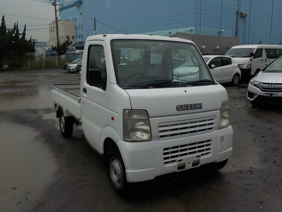 It is a picture of the white suzuki carry truck in 2006,First Photo Stock No.Y025098