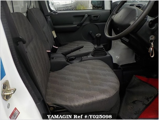 It is a picture of the white suzuki carry truck in 2006,Sub Photo 10 Stock No.Y025098