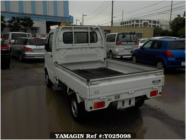 It is a picture of the white suzuki carry truck in 2006,Sub Photo 3 Stock No.Y025098