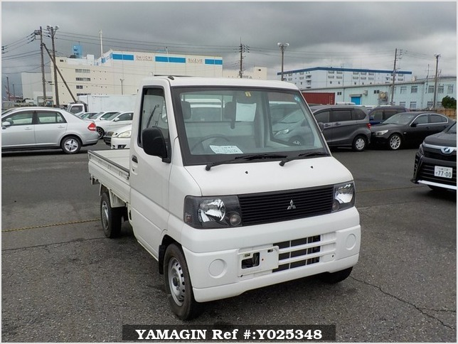 It is a picture of the white mitsubishi minicab truck truck in 2002,Sub Photo 0 Stock No.Y025348