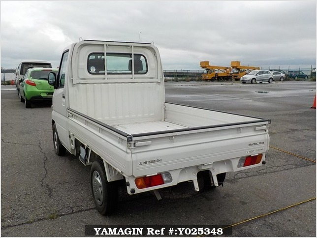 It is a picture of the white mitsubishi minicab truck truck in 2002,Sub Photo 3 Stock No.Y025348