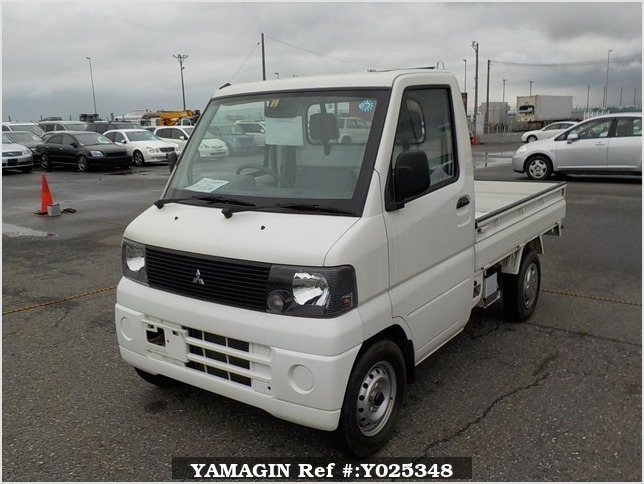 It is a picture of the white mitsubishi minicab truck truck in 2002,Sub Photo 1 Stock No.Y025348