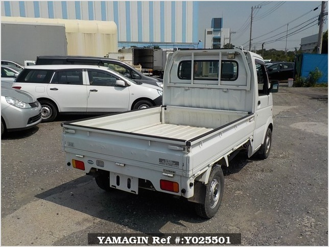 It is a picture of the white suzuki carry truck in 2003,Sub Photo 2 Stock No.Y025501