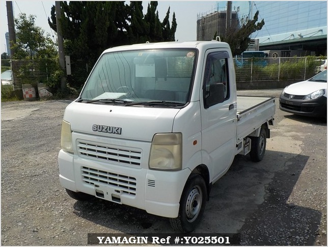It is a picture of the white suzuki carry truck in 2003,Sub Photo 1 Stock No.Y025501