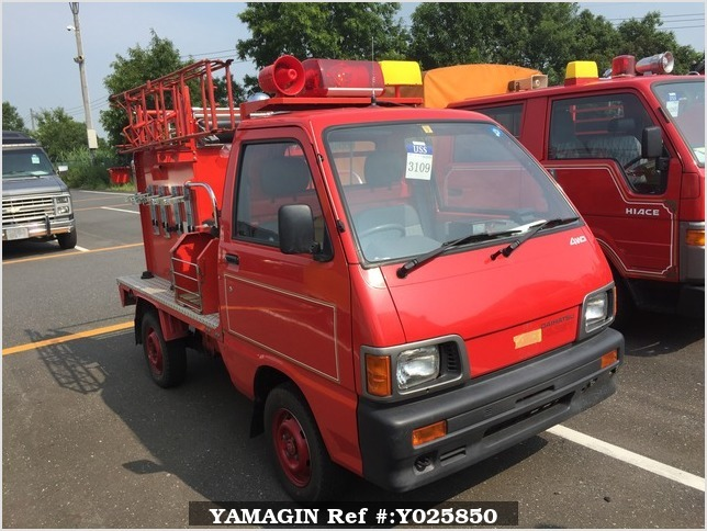 It is a picture of the red daihatsu hijet  fire truck in 1992,Sub Photo 0 Stock No.Y025850
