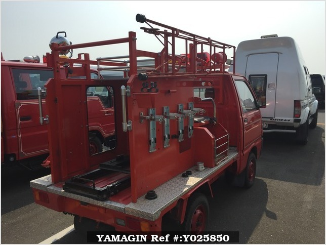 It is a picture of the red daihatsu hijet  fire truck in 1992,Sub Photo 2 Stock No.Y025850