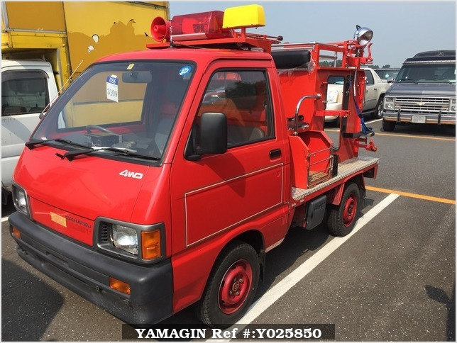 It is a picture of the red daihatsu hijet  fire truck in 1992,Sub Photo 1 Stock No.Y025850