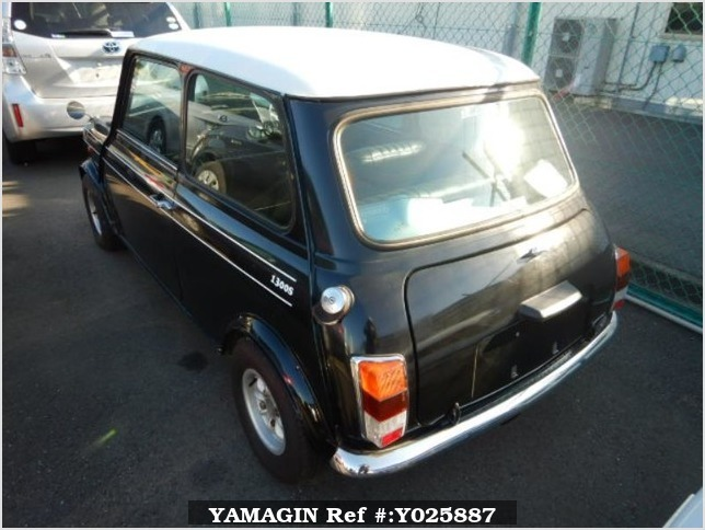 It is a picture of the black 2 rover mini in 1994,Sub Photo 1 Stock No.Y025887