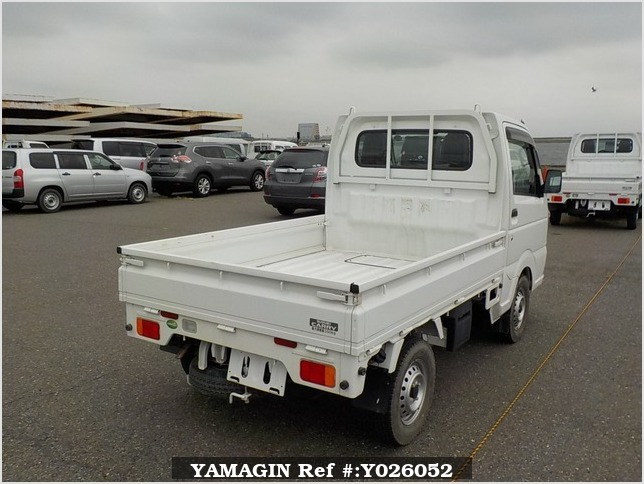 It is a picture of the white suzuki carry truck in 2017,Sub Photo 3 Stock No.Y026052
