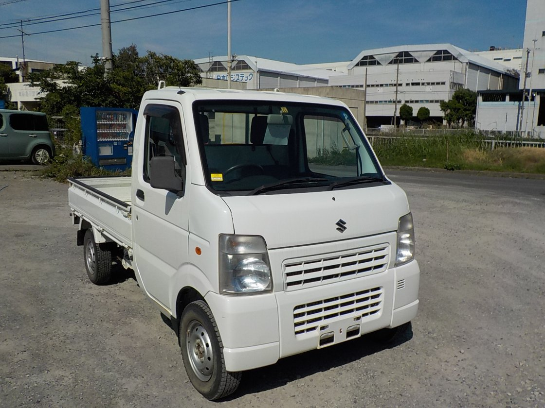 It is a picture of the white suzuki carry truck in 2011,First Photo Stock No.Y026176