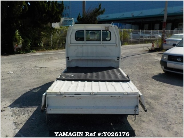 It is a picture of the white suzuki carry truck in 2011,Sub Photo 4 Stock No.Y026176