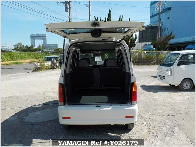 It is a picture of the white daihatsu hijet passenger van in 2003,Sub Photo 4 Stock No.Y026179