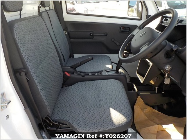 It is a picture of the white suzuki carry truck in 2018,Sub Photo 5 Stock No.Y026207