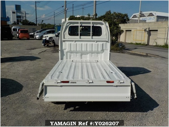 It is a picture of the white suzuki carry truck in 2018,Sub Photo 4 Stock No.Y026207