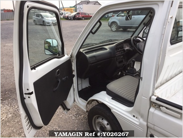 It is a picture of the white suzuki carry truck in 1995,Sub Photo 7 Stock No.Y026267
