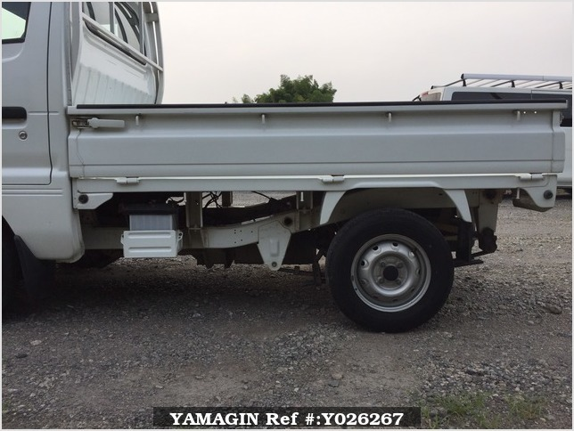 It is a picture of the white suzuki carry truck in 1995,Sub Photo 20 Stock No.Y026267