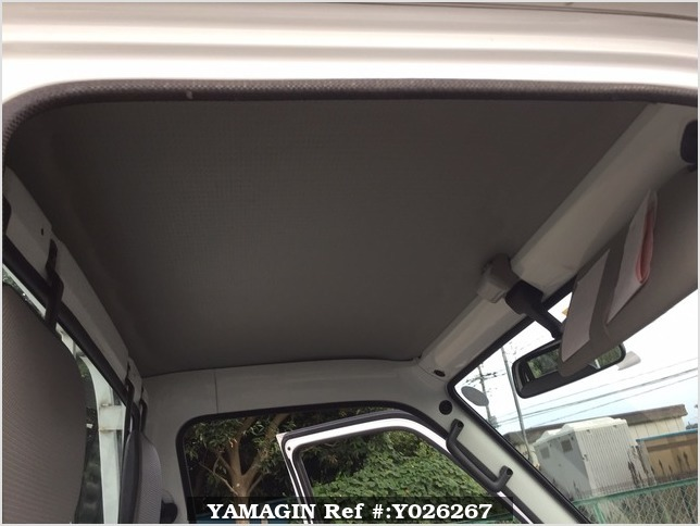 It is a picture of the white suzuki carry truck in 1995,Sub Photo 16 Stock No.Y026267