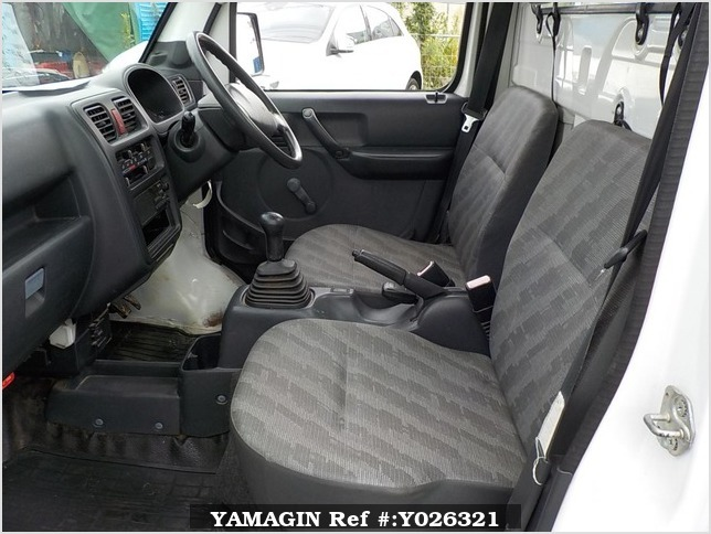It is a picture of the white suzuki carry truck in 2009,Sub Photo 11 Stock No.Y026321
