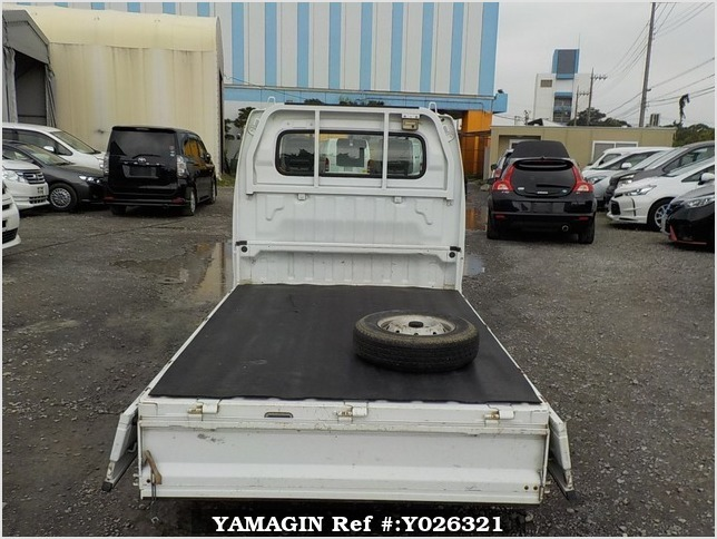 It is a picture of the white suzuki carry truck in 2009,Sub Photo 4 Stock No.Y026321