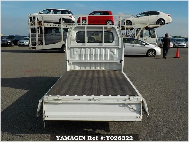 It is a picture of the white suzuki carry truck in 2007,Sub Photo 4 Stock No.Y026322