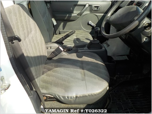 It is a picture of the white suzuki carry truck in 2007,Sub Photo 6 Stock No.Y026322