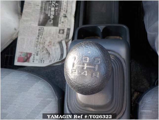 It is a picture of the white suzuki carry truck in 2007,Sub Photo 11 Stock No.Y026322