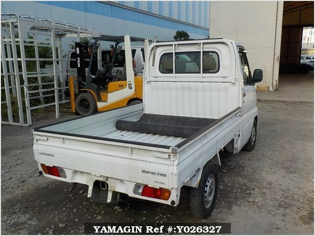 It is a picture of the white mitsubishi minicab truck in 2001,Sub Photo 2 Stock No.Y026327