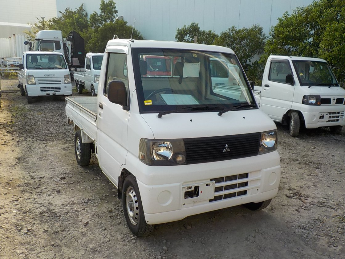 It is a picture of the white mitsubishi minicab truck in 2001,First Photo Stock No.Y026327
