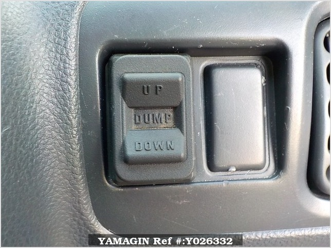 It is a picture of the white suzuki carry dump in 2013,Sub Photo 8 Stock No.Y026332