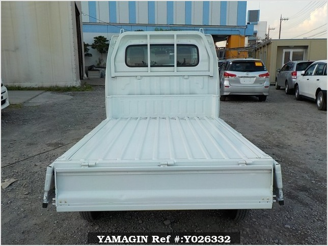 It is a picture of the white suzuki carry dump in 2013,Sub Photo 5 Stock No.Y026332