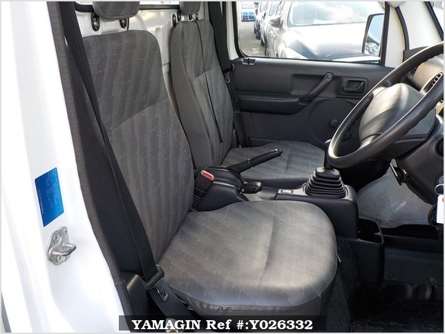 It is a picture of the white suzuki carry dump in 2013,Sub Photo 9 Stock No.Y026332